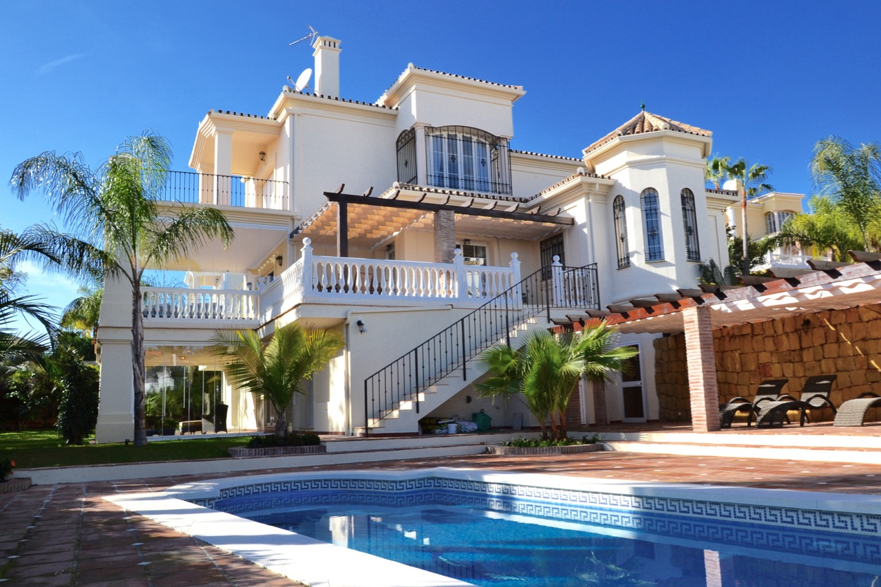 VALUED AT 2.5 MILLION – VILLA FOR SALE IN NUEVA ANDALUCÍA – COSTA DEL SOL