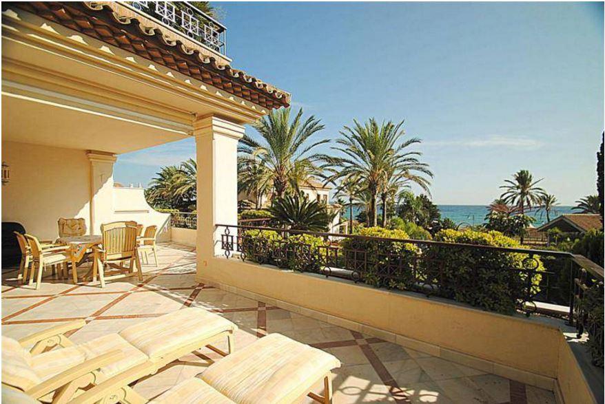 Stunning Beach Front Apartment Los Monteros Marbella