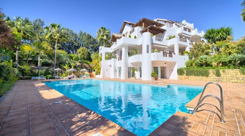 BEACHFRONT APARTMENT IN THE NEW GOLDEN MILE – ESTEPONA