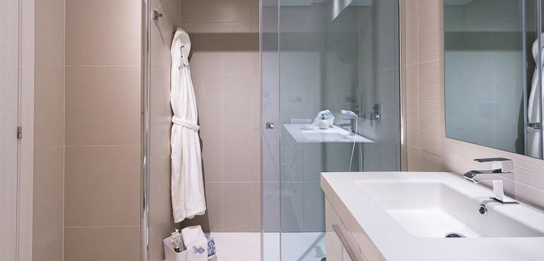 B11_Jade_Bathroom_shower