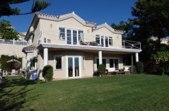 Lovely villa with views of Miraflores golf