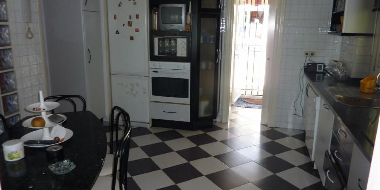 V1189_8_kitchen