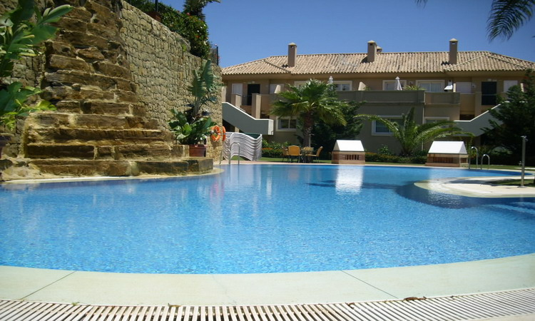 2 BED GARDEN APARTMENT WITH STUNNING SEA VIEWS