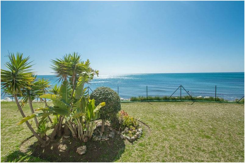 BARGAIN!!! Beachfront Ground Floor Apartment El Faro, Mijas Costa
