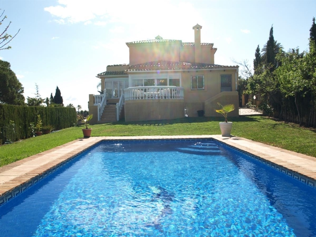3 Bed Villa for Sale Nueva Andalucia – Walking Distance to Los Naranjos Golf Club