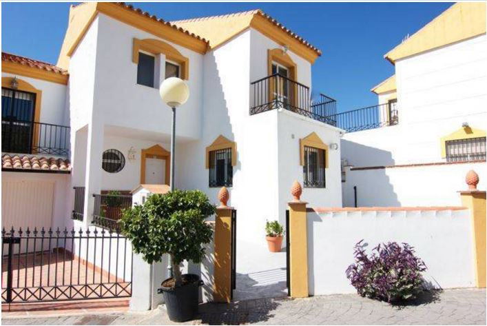 3 Bedroom Townhouse with Sea Views