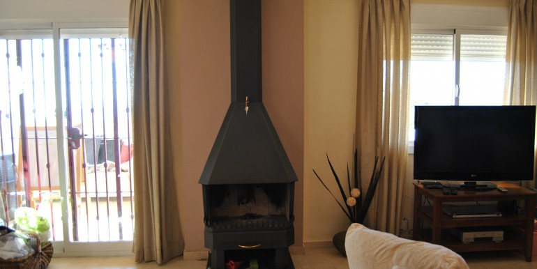 3 bed townhouse with fireplace