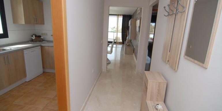HOTA3216_7_Hallway
